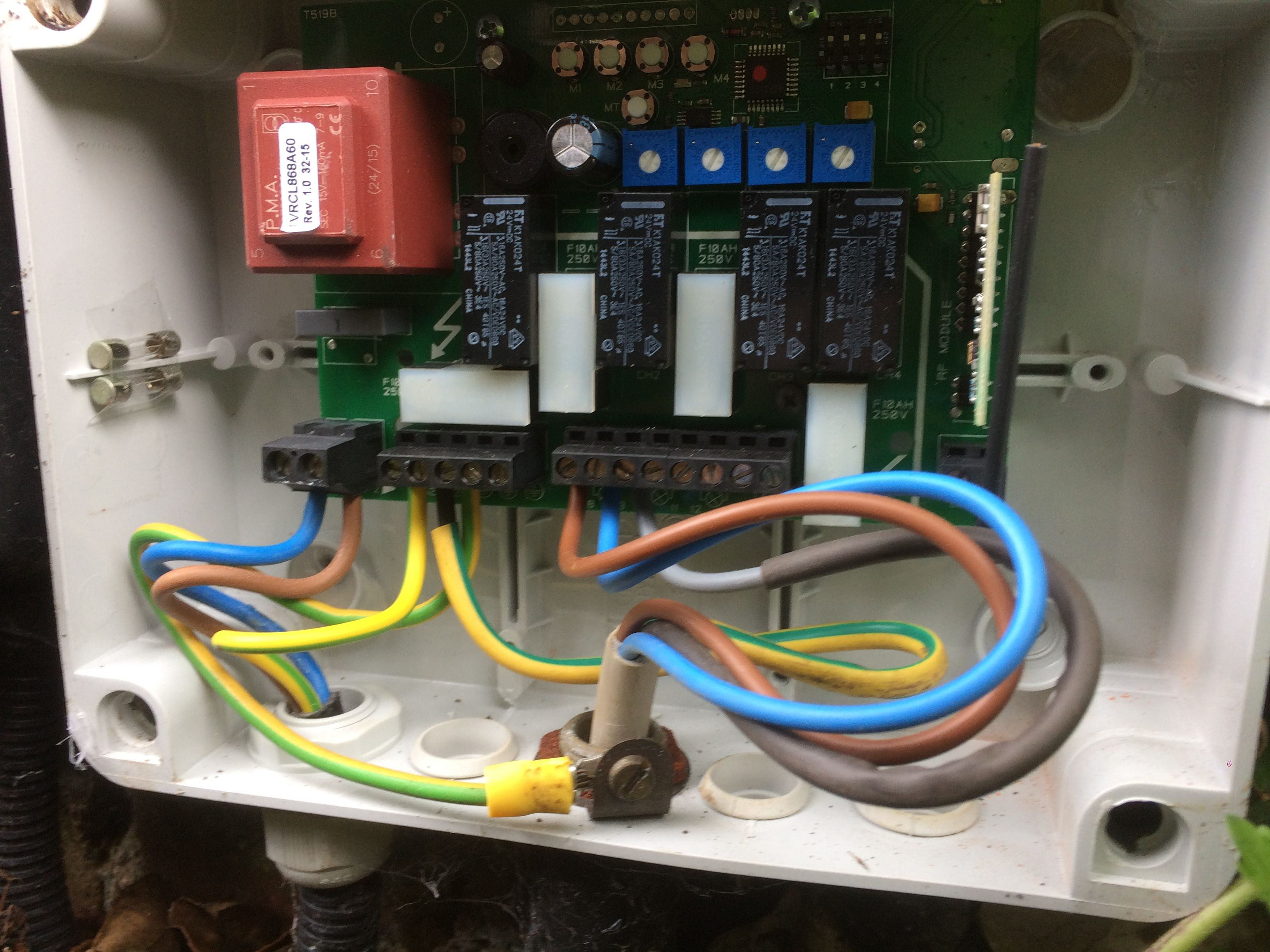 Fault Finding Diagnosis and Repairs at a Garden Lighting Control relay box